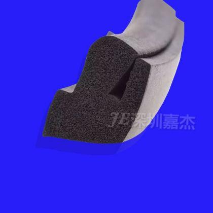 黑色(se)U型(xing)發泡 (gui)膠密封(feng)條