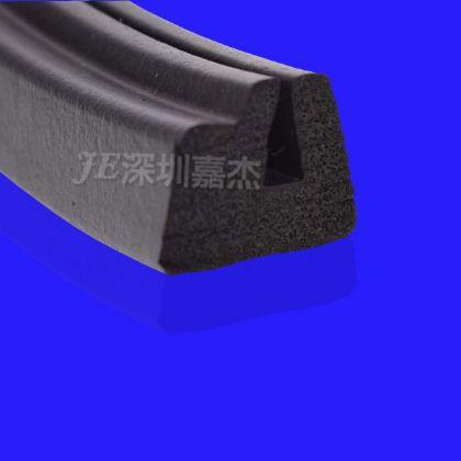 黑色(se)異形 (gui)膠發泡密封(feng)條